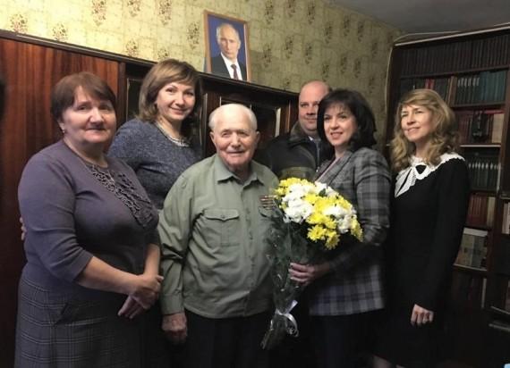 Лариса Тутова поздравила с днем рождения ветерана ВОВ